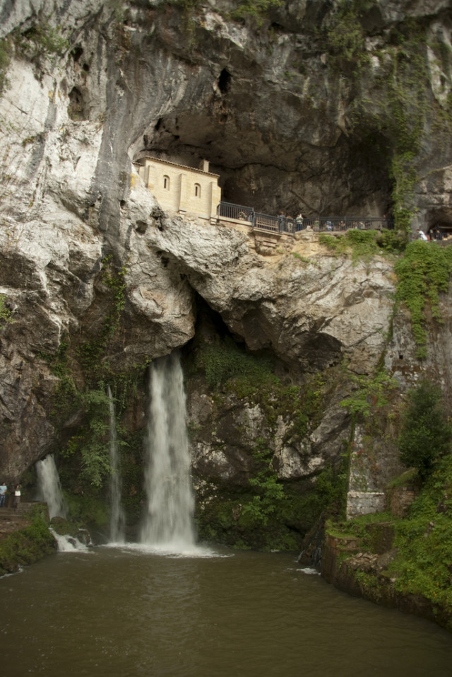 covadonga-cueva-en-asturias