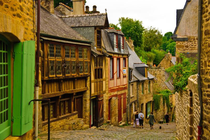 dinar-pueblo-medieval-francia