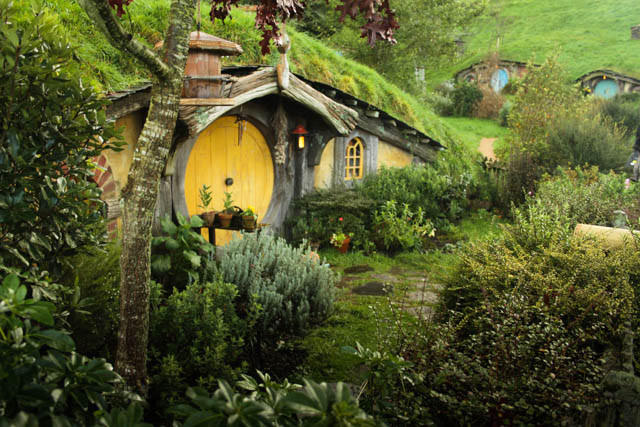 hobbiton-set-film-tour-New-Zealand