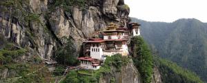 8 de los monasterios más colgados (y aislados) del mundo