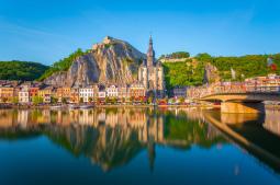Entre las ciudades que parecen una maqueta, Dinant (en Bélgica)
