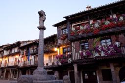 Entre los pueblos de España congelados en la Edad Media, La Alberca