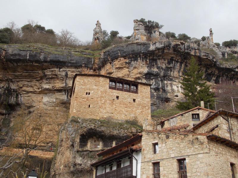 Orbaneja-del-castillo-farallon