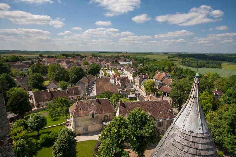 un pueblo medieval cerca de París