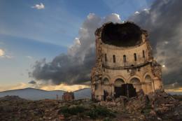 """Una ciudad medieval fantasmal con """"1001"""" iglesias en ruinas, en Turquia"""