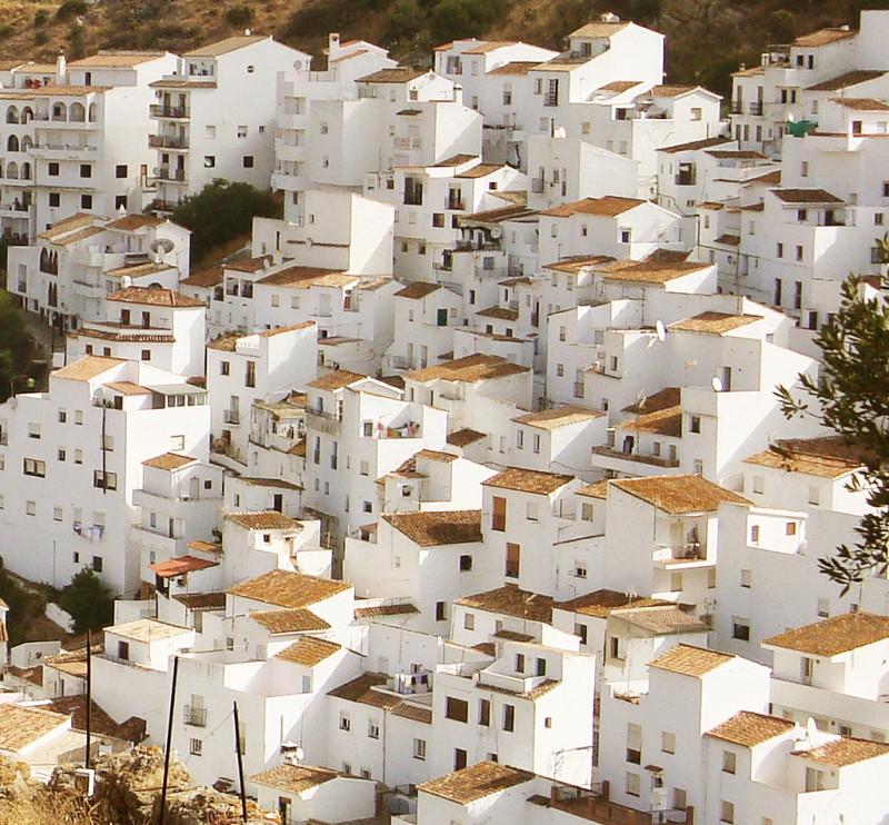 Casares-town-white-3