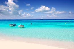 La playa de Formentera que parece una piscina natural infinita (Ses Illetes)