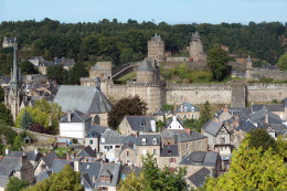 La ciudad que parece una maqueta medieval en Bretaña, Francia ( Fougeres)
