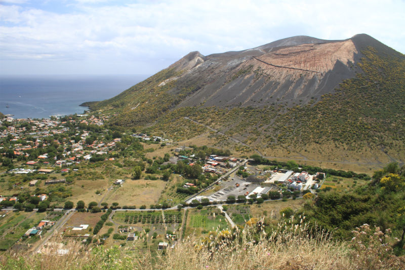 isla-vulcano-eolias-01
