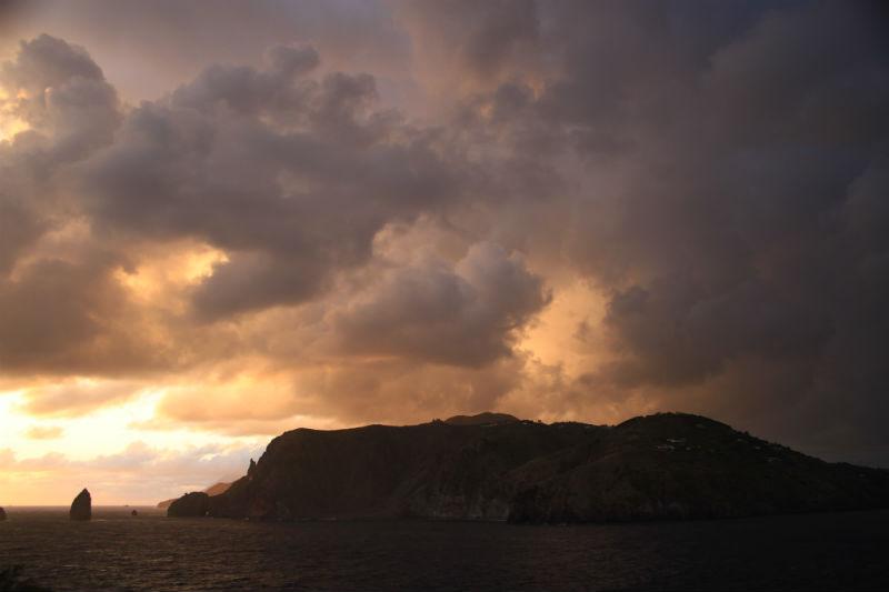 isla-vulcano-eolias-11