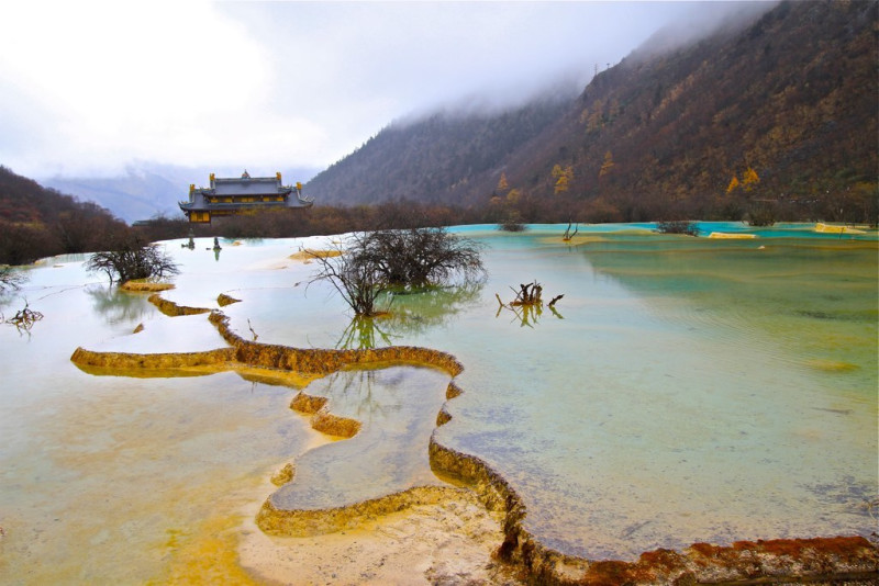 This is the 5 colored pools, it was snowing up there and there was a lack of oxygen at such high altitude so panting all the way with difficulty; I think it is about 4500 meters high....There is a Taoist temple up there at the top.