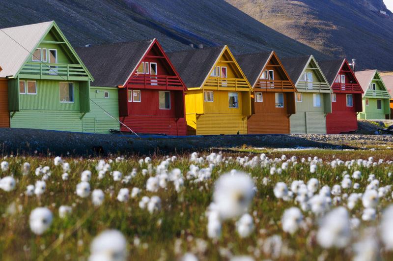 svalbard-casas-primavera