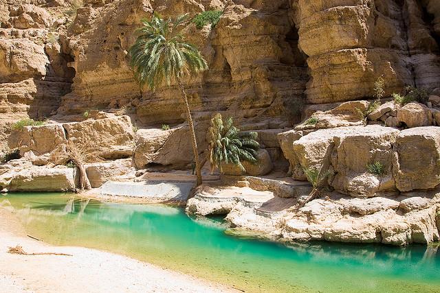 Un cañón desértico con piscinas en turquesa, en Omán (Wadi Shab) - 101 Lugares increíbles