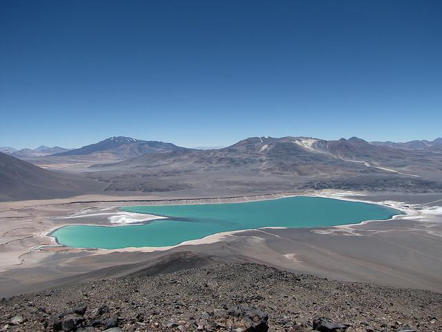 Una laguna verde en la altura en Atacama (Chile) - 101 Lugares increíbles