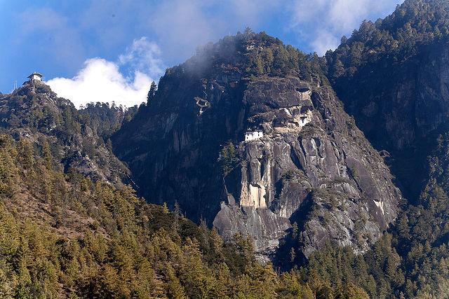 monasterio-colgado-bhutan-2