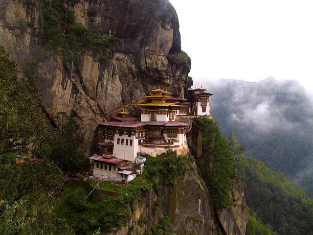 monasterio-colgado-bhutan-3