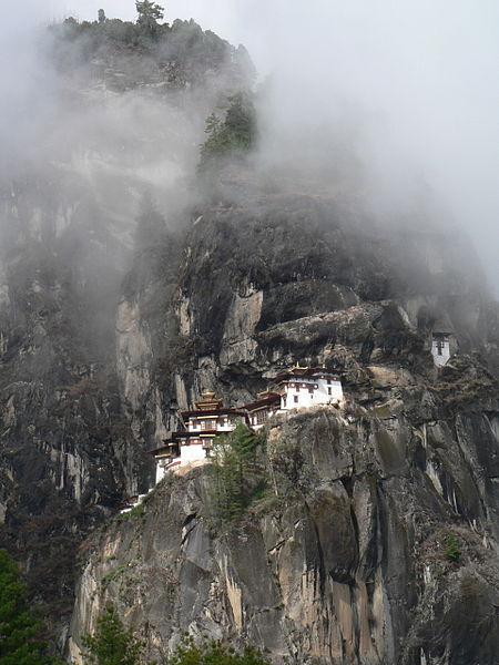 monasterio-colgado-bhutan-4