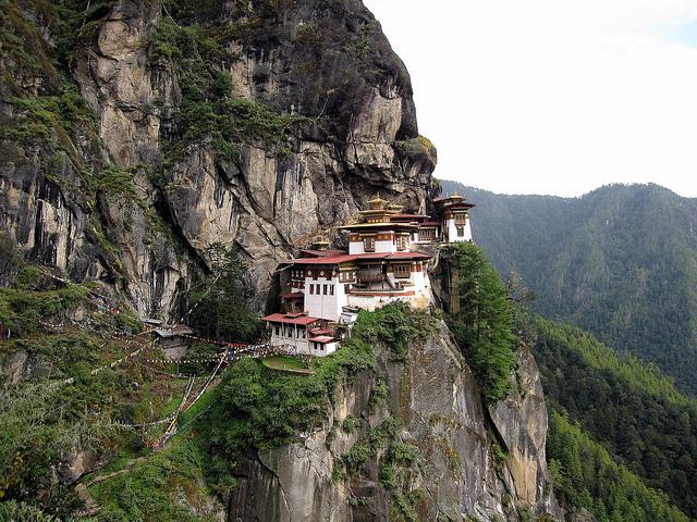 monasterio-colgado-bhutan