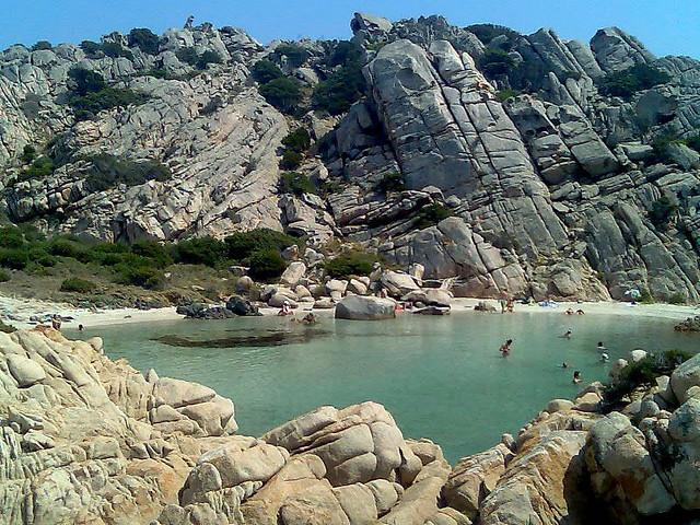 Entre las islas del Mediterráneo donde el mar parece una piscina natural, Caprera (Italia) - 101 Lugares increíbles