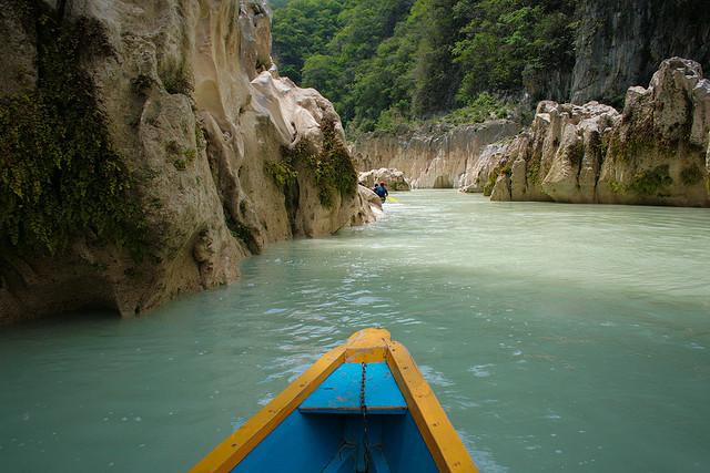 Un río de agua turquesa en México (río Tampaón) - 101 Lugares increíbles