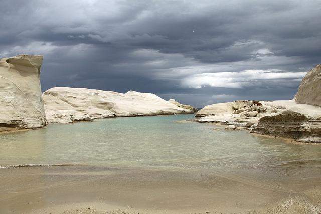 Una playa que parece en la Luna (en Grecia) - 101 Lugares increíbles