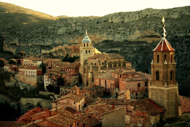 Los 44 pueblos m s bonitos de espa a parte 3 101 for Oficina de turismo albarracin