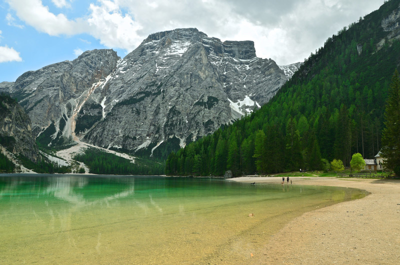 Braies-lago-alpes-italia