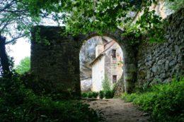 "El castillo ""secreto"" que está escondido en un acantilado en Francia (Maison Forte de Reignac)"