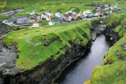 Un pueblo de Islas Feroe que puede parecer una maqueta (Gjógv)