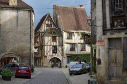 Uno de los pueblos medievales más bellos de Francia a dos horas de París (Noyers-sur-serein)